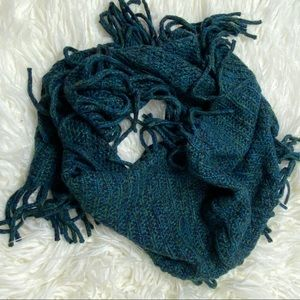 ⭐️ Teal Fringe Infinity woven Scarf